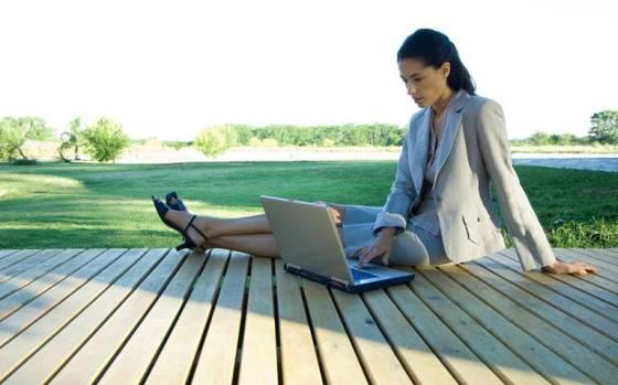 Controlando mis negocios en todo el mundo desde el soleado jardín de mi casa en España